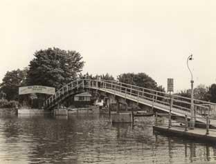 Wandsworth Times: The bridge to Eel Pie Island back in the day