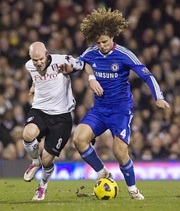 Andy Johnsonbattles with David Luiz