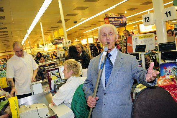 Meet Sutton's supermarket serenader Ray Horry