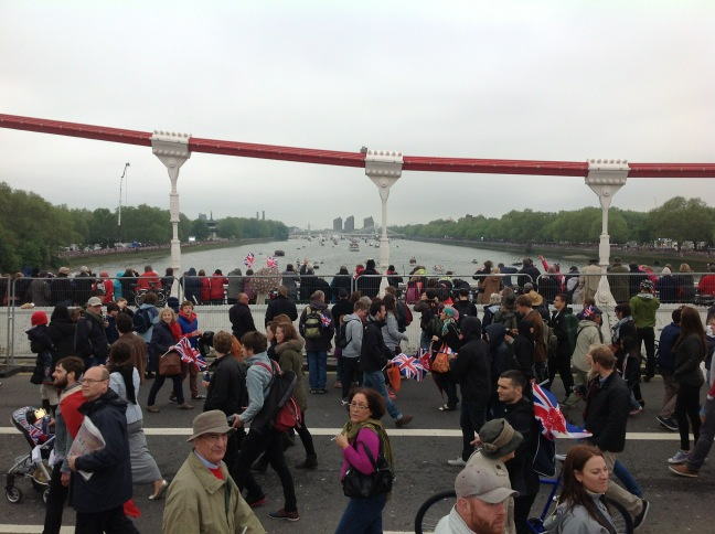 Wandsworth Guardian: Thousands flock to watch Diamond Jubilee River Pageant pass through Wandsworth