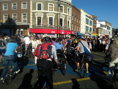 Tooting cyclists