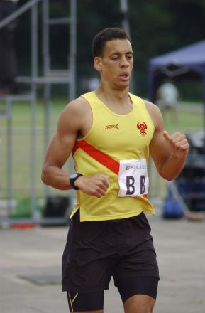 Top show: George Longworth won the 800m at the final Southern Men's League meeting
